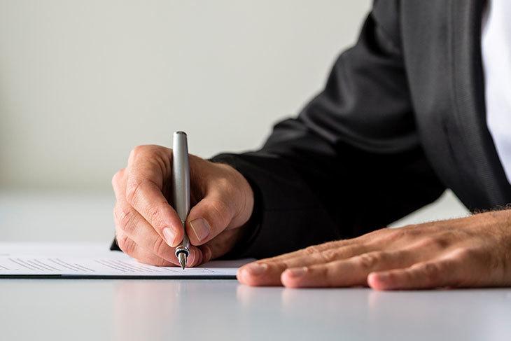 Signature de contrat Détective Privé Suisse SABRINA BENEZET